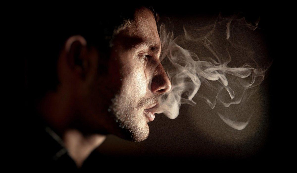 Парень с сигаретой