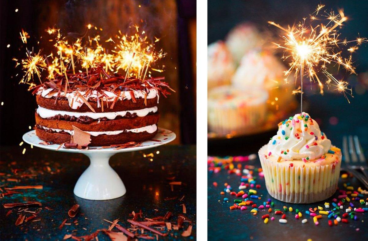 Красивый торт со свечами
